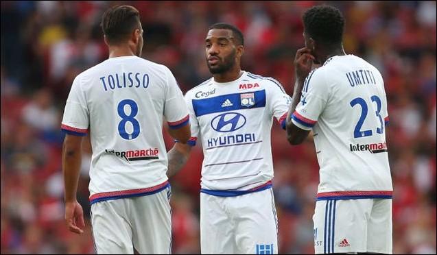 Arsenal-v-Olympique-Lyonnais---Emirates-Cup-1e4521b5e2dcab022b1f420d72523100